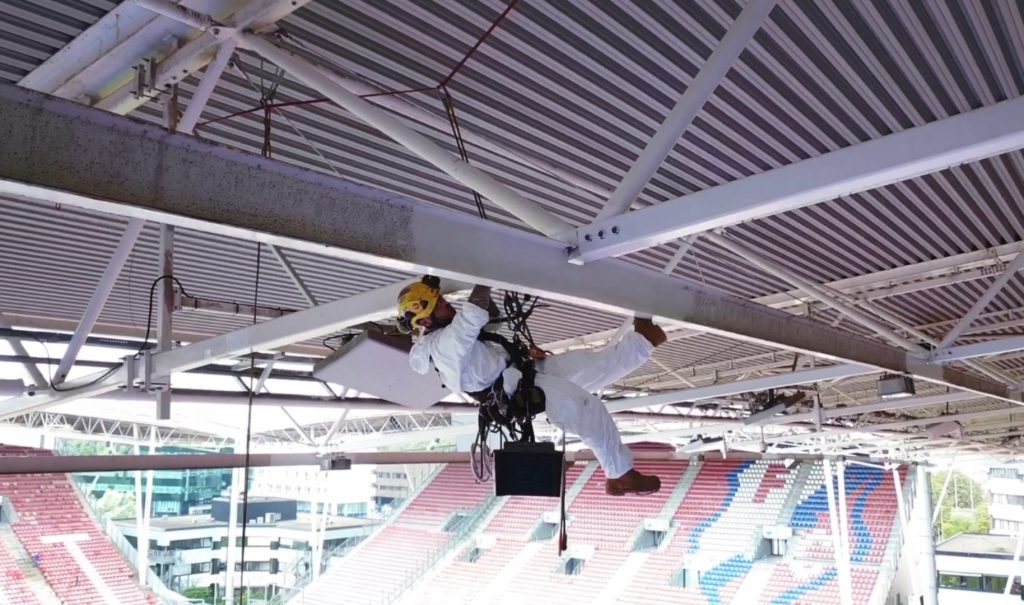 Rope access voetbalstadion
